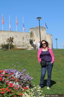 Dag 3 Ximena voor kasteel in Caen