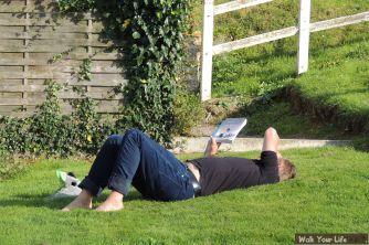 Dag 3 op je rug in de zon met een boek
