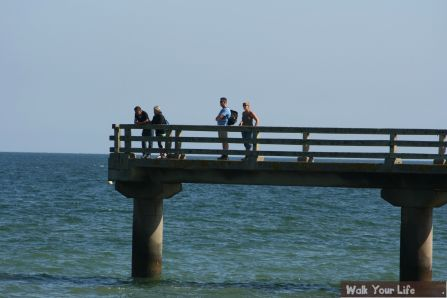 Dag 4 Jacob en Els overzien Omaha Beach