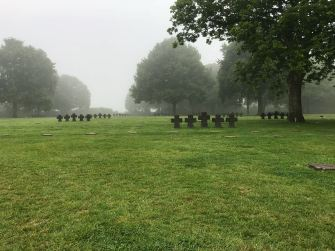 dag 3 - duitse begraafplaats in de ochtend
