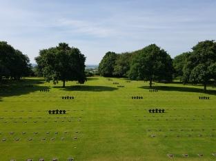dag 3 - duitse begraafplaats - sober maar indrukwekkend
