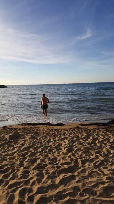 dag 3 - paul komt terug van zijn zwemtocht, engeland is verder dan verwacht